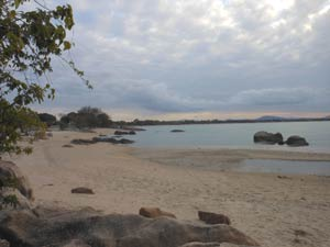 beaches in bowen