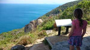 walk to fitzroy island lighthouse